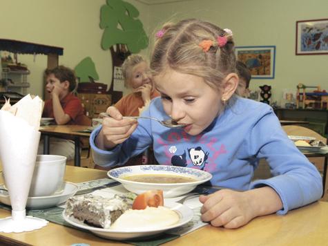 У детсадовцев аллергия на меню из полуфабрикатов и порошковых соков