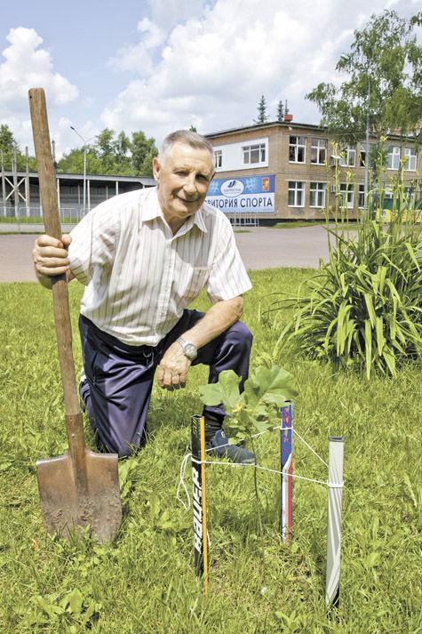 Юрий Парамошкин в честь 50-летия Победы на чемпионате мира посадил дерево