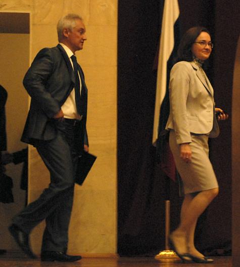 Новый министр шагает в ногу с бывшим