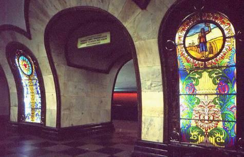 """В течение более полутора месяцев по утрам на станцию метро """"Новослободская"""" будет закрыт вход, а по вечерам — выход"""