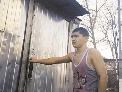 Мигрантов пытались сжечь за плохие манеры