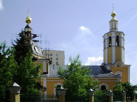 Героев вытеснила из могил церковная утварь