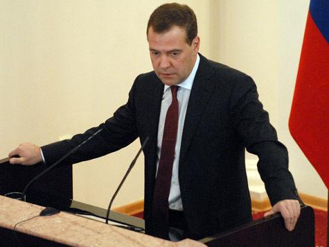Медведев заморозит зарплату Путина на три года