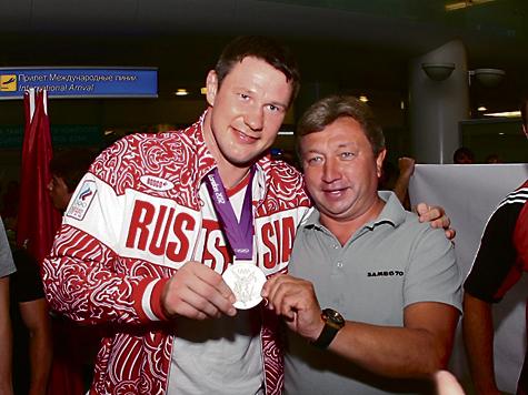 Знаменитый супертяж Александр Михайлин вернулся со своей первой Олимпиады с серебряной медалью
