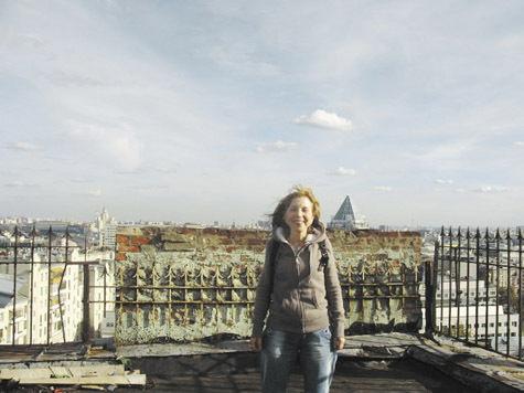 Писатель Марина Москвина — специально для «МК» опервом московском небоскребе, прозванном «Тучерез»