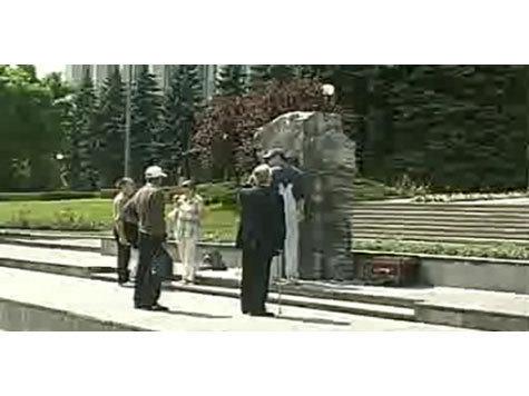 И.о. президента Молдавии поставил себе мемориальный камень