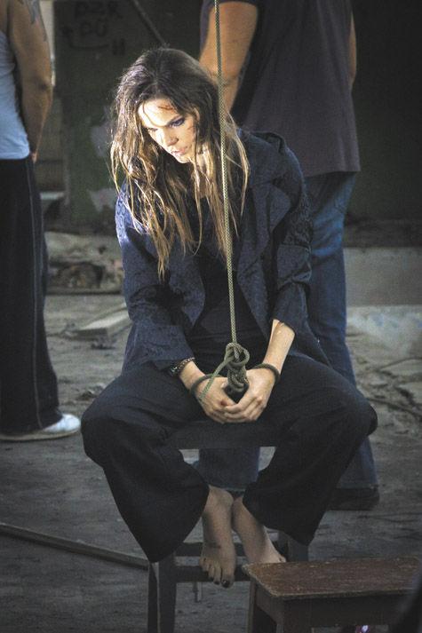 Боярская плачет кровавыми слезами