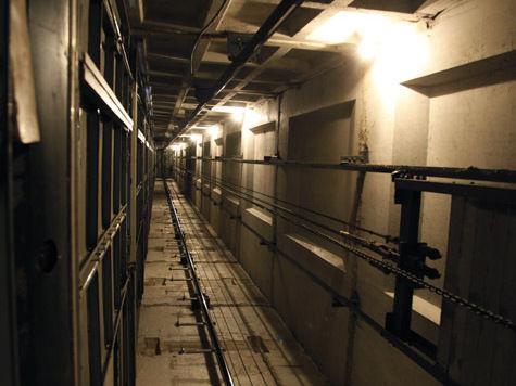 У лифта, упавшего в торговом центре, «заклинило в мозгах»