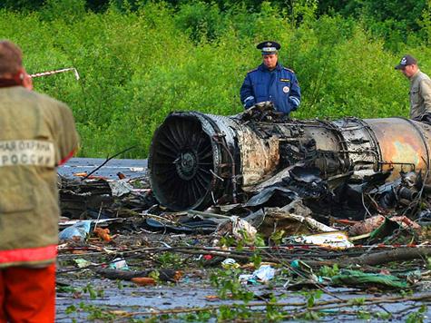 Экипаж разбившегося Ту-134 по непонятным причинам отклонился от посадочной полосы