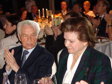 Терешкова спела с Кобзоном в честь Добронравова