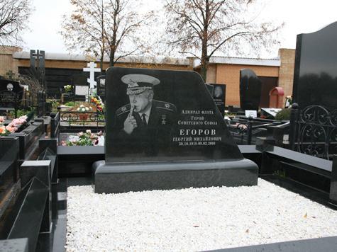 Надгробие адмирала напомнит о подлодке