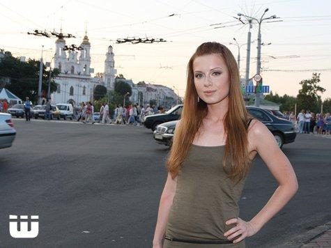 Савичева отхватила шлепки за 64 тысячи рублей