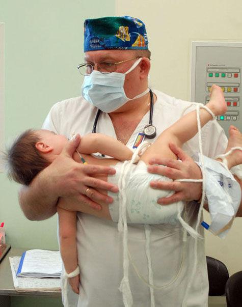Оригинальная смехотерапия позволяет избавить юных пациентов от боли и страха