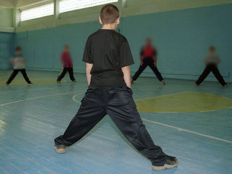 За желание сделать из уроков физкультуры армию учителю теперь придется сесть за решетку