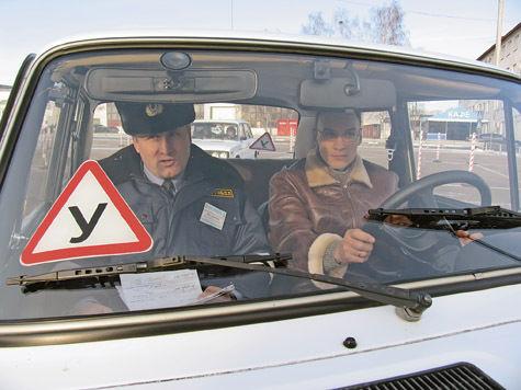 Благодаря стараниям Минтруда в стране вот-вот может прекратиться обучение будущих водителей и выдача прав