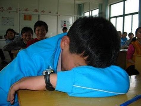 В грустной романтической истории о безответной любви 16-летнего китайца к жительнице Подмосковья пришлось разбираться сотрудникам УВД по ЗАО в субботу