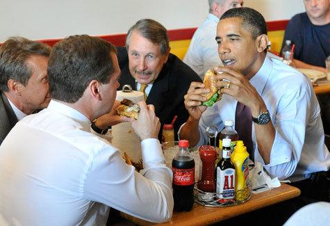 """Наевшись адских котлет по совету Обамы, Медведев дал """"добро"""" и на американские окорочка"""