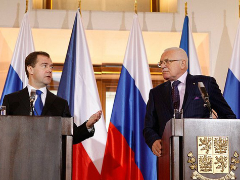 Медведев открыл «Царский двор» в Праге