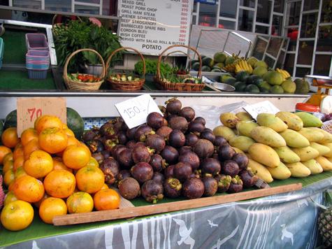 Покупателям объяснили, какие замороженные фрукты лучше выбросить