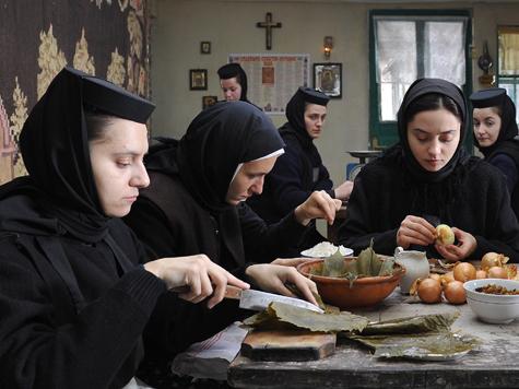 На Лазурном Берегу смотрят фильмы про монашек и плохую экологию
