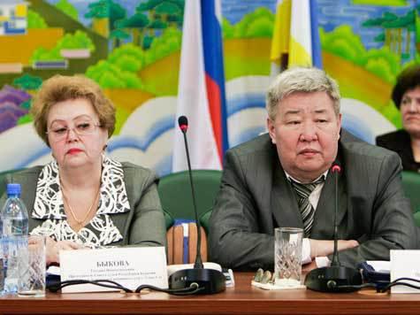 Председатель Верховного суда Бурятии Анатолий Хориноев будет отправлен в досрочную отставку с 1 апреля 2012 года