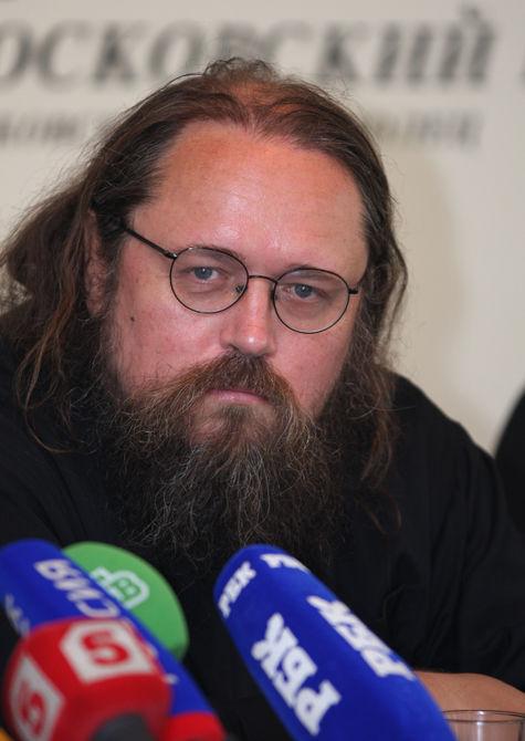Дьякон Кураев заступился за голодающую Толоконникову