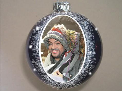 Наш фотокор сделал новогодние шарики с изображением популярных певцов