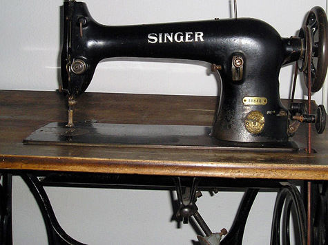 Новый музей объявил сбор швейных машинок
