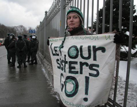 Российские феминистки закрывают лицо и мечтают об «арабской весне»