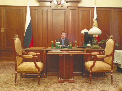 Бывший охранник президента использовал рабочее место главы государства в личных целях?