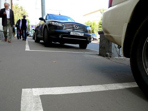 Новые места для стоянок организуют прямо на тротуарах, превращая их в проезжую часть