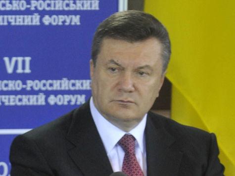 Почему Янукович улетел домой ночью?