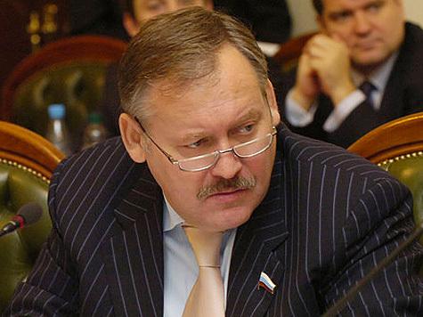 """В неформальном президентском забеге между Путиным и Медведевым появился первый """"попавший под лошадь"""""""