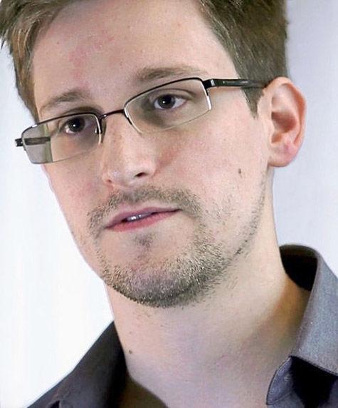 Девушка Сноудена ушла в тень, как и ее любимый