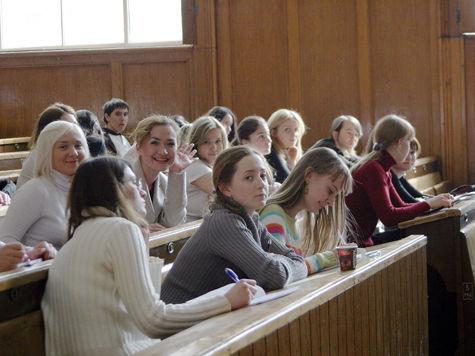 Распределение студентов после вузов противоречит действующей конституции