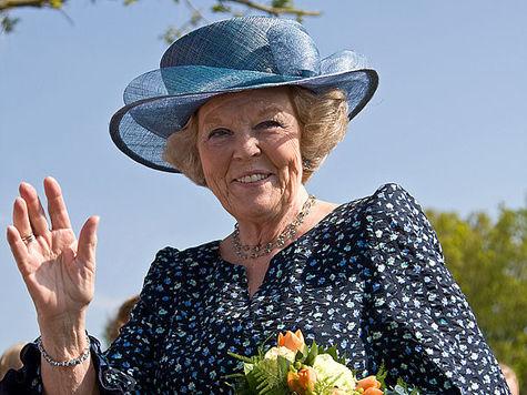 Королева откликнулась на письмо матери Долматова