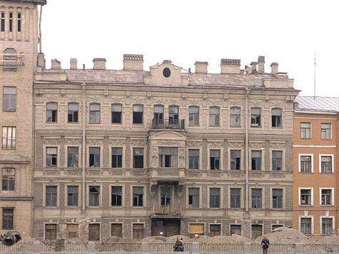 На набережной Фонтанки незаконно сносят здание