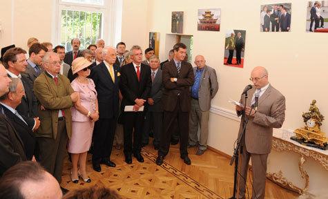 Широкомасштабные празднования Дня России прошли не только в городах страны, но также и за рубежом — практически во всех посольствах и генконсульствах РФ