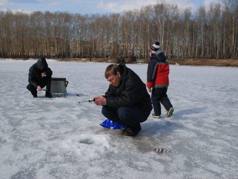 И рыбки наловить, и под лед не угодить