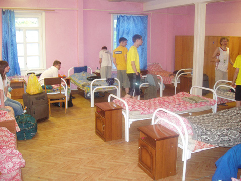 Участники всероссийской школьной олимпиады по программированию на сборах живут как гастарбайтеры