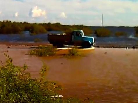 Спасать жителей от 10-метрового паводка будут принудительно