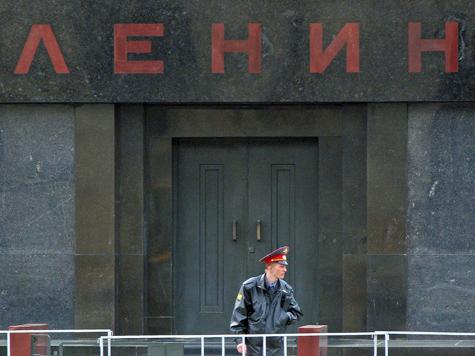 За вождя мирового пролетариата взялся «Русский марш»: Ильича предлагают отправить к Мао Цзэдуну или захоронить на даче Геннадия Зюганова