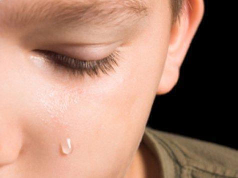 Минимум неделю придется провести в больнице 4-летнему мальчику после того, как лифт аэропорта раздробил ему руку