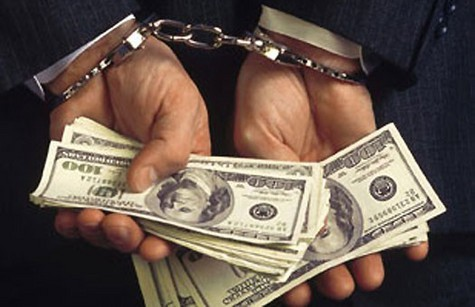 По три года тюремного заключения получили бывший борец с экономическими преступлениями и замначальника городского отдела милиции, которые требовали деньги за покровительство у директора одного из предприятий подмосковного Жуковского