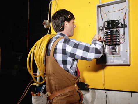 В России трудоустроят любое количество электриков-иностранцев