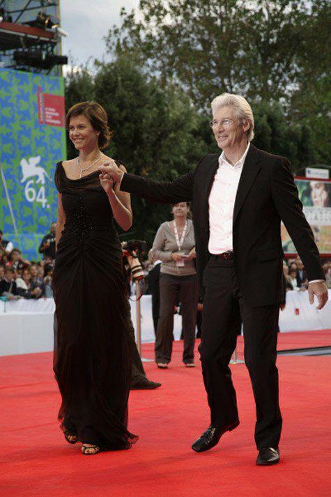 Ричард Гир станет холостяком — его супруга Кэри Лоуэлл подает на развод