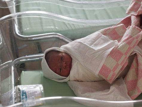 Мигрантку, рожавшую на крыльце больницы, насильно депортируют из России