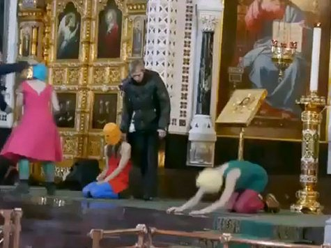За Pussy Riot будут молиться в храме Христа Спасителя
