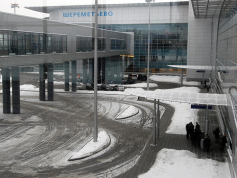В аэропорту поставили рекорд по выдаче чемоданов