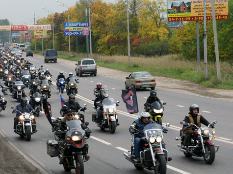 Друзья убитого байкера устроили митинг на колесах